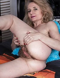 Isabella Diana fat hairy milf cockriding