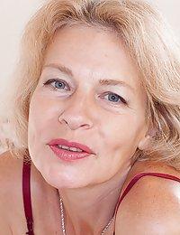 Diana Douglas hairy milf pantyhose