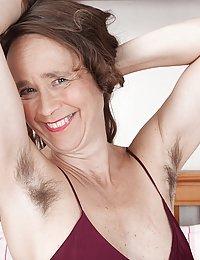 Josie milf hairy clit